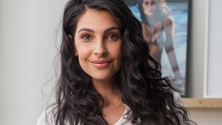 Anna Nooshin - social media, serieus business